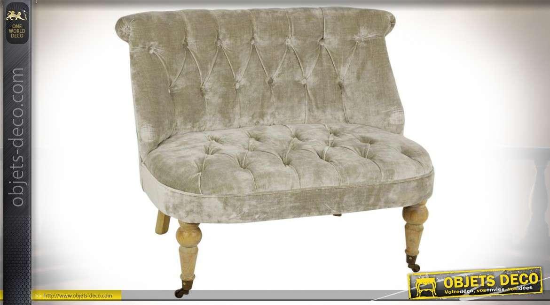 Petit sofa en velours capitonné coloris Champagne avec roulettes en laiton
