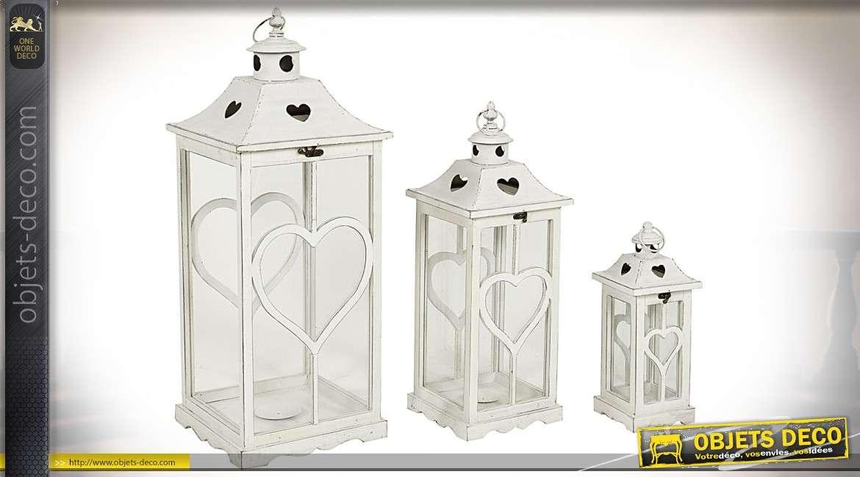 Jeu de trois grandes lanternes blanches avec décorations en coeurs 81 cm