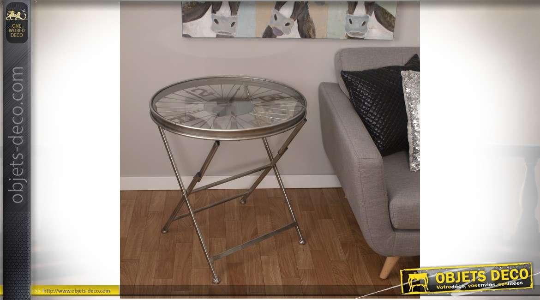Table basse en métal argenté plateau en roue de vélo et horloge