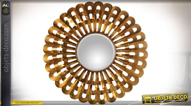 Grand miroir fleur Art Déco ajouré en métal doré et vieilli Ø 89 cm