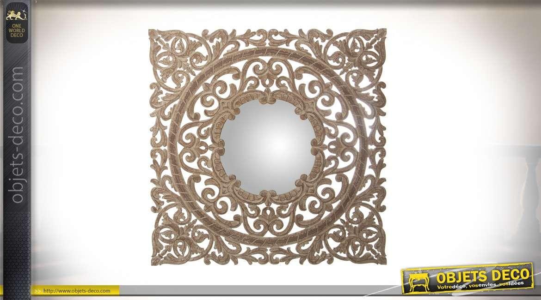 Miroir avec grand encadrement en bois vieilli sculpté et ajouré 90 x 90 cm