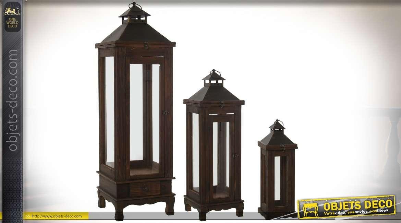 Série de 3 lanternes en bois et métal, finition brun brou de noix et noir 110 cm