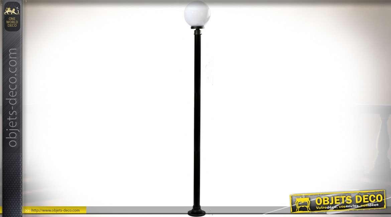 Lanterne sphérique d'extérieur sur grand mât cylindrique noir 2,20 mètres
