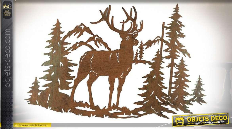 Décoration murale en métal effet oxydé : Cerf et sapins 70 cm