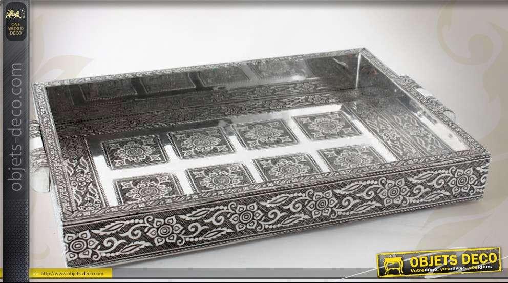 plateau en bois et m tal de style ethnique noir et argent. Black Bedroom Furniture Sets. Home Design Ideas