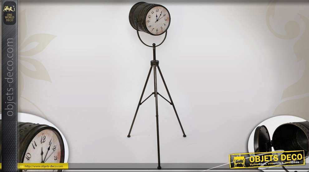 horloge ancienne sur pied fa on projecteur de cin ma en m tal. Black Bedroom Furniture Sets. Home Design Ideas