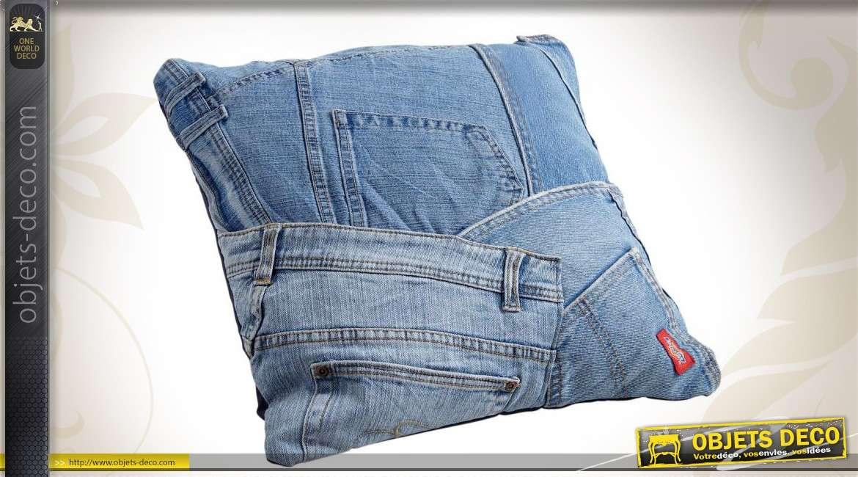 Coussin d'agrément en toile de jean façon pantalons recyclés