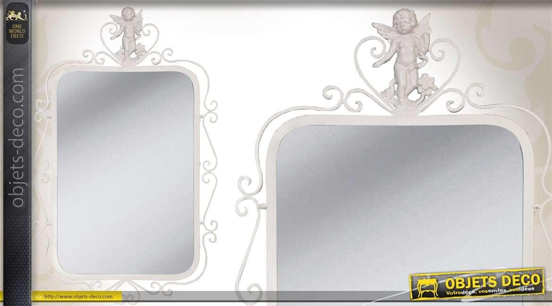 Miroir m tal style romantique coloris blanc motif d 39 ange for Miroir romantique