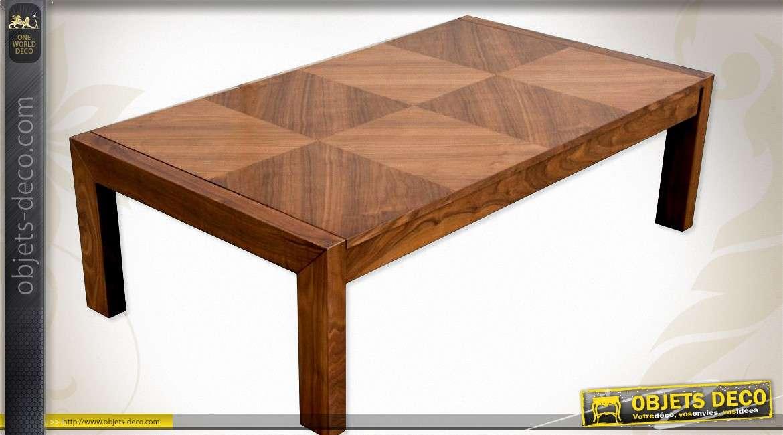 Table basse avec plateau effet damier marquet en noyer for Objet deco pour table basse