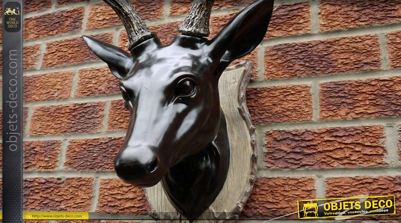 Trophée mural décoratif en forme de grande tête de cerf