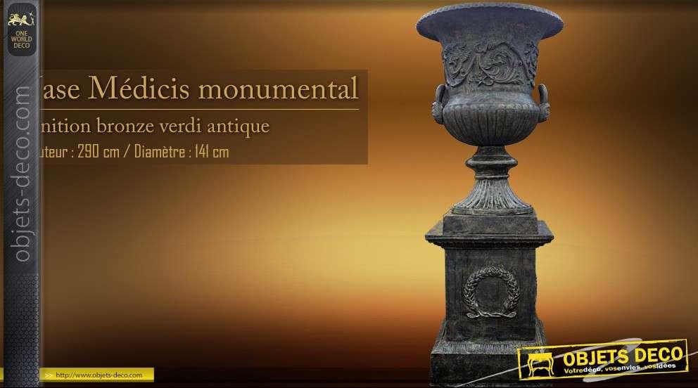 Vase Médicis monumental (2,90 mètres)