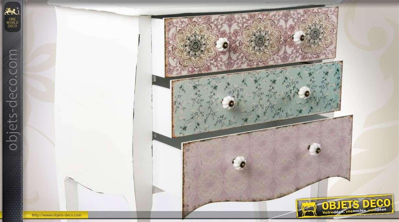 commode de style r tro trois tiroirs avec fa ades tapiss es. Black Bedroom Furniture Sets. Home Design Ideas