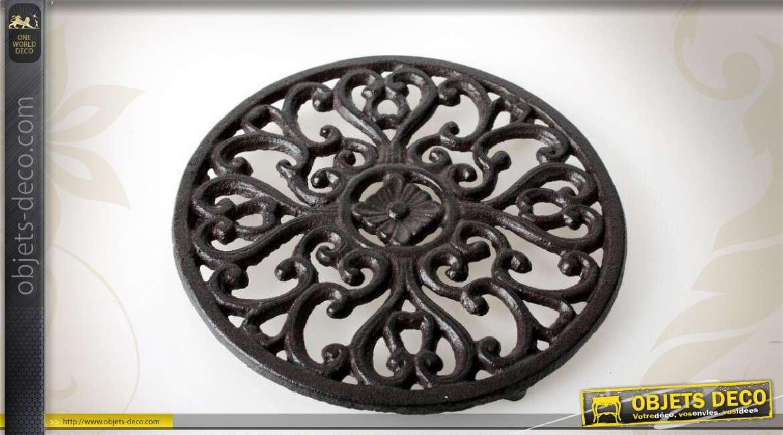Dessous de plat rond en fonte motifs baroques - Dessous de plat en metal ...