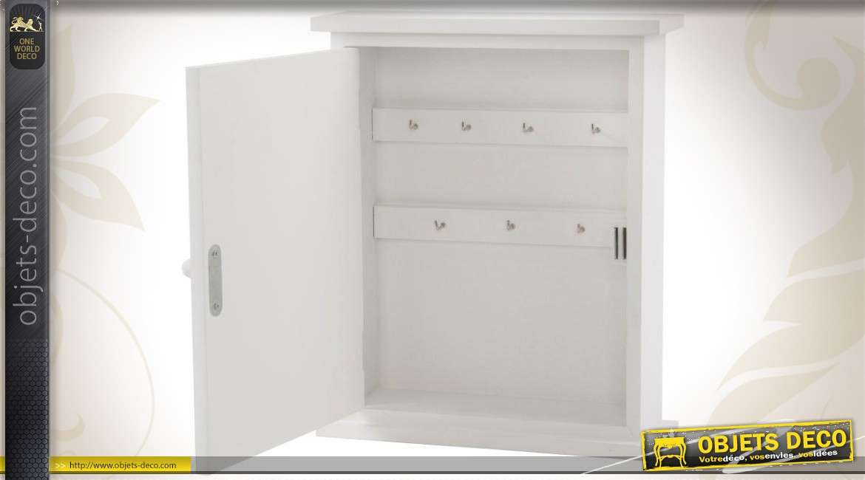 armoire cl s en bois style romantique. Black Bedroom Furniture Sets. Home Design Ideas