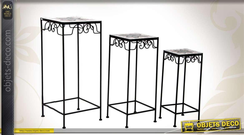 Ensemble de trois petites tables de jardin effet mosaïque