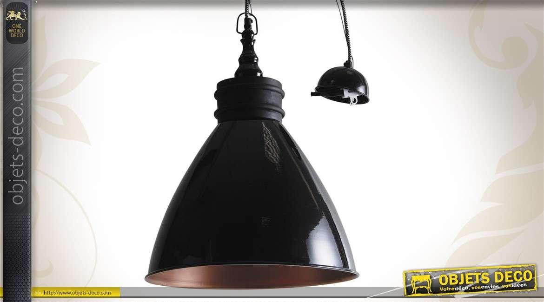 Lampe suspension en métal laqué noir et bois, intérieur cuivré