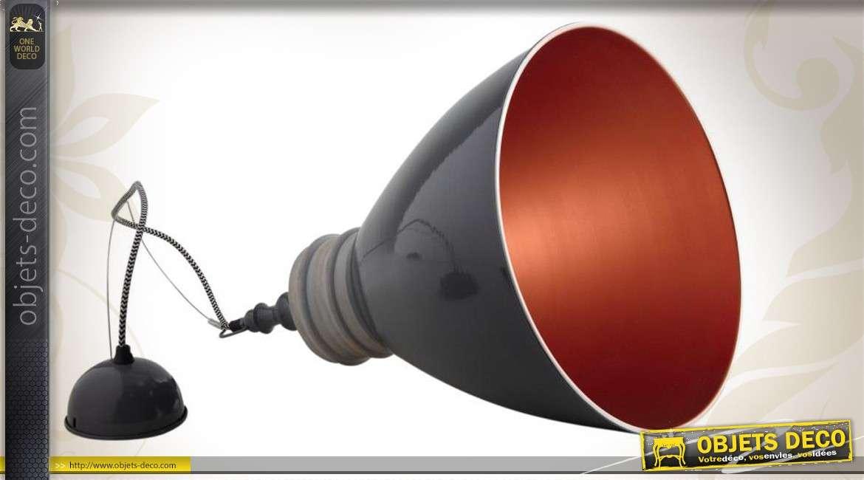 Lampe suspension en métal laqué gris et bois, intérieur cuivré