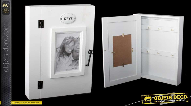 armoire cl s de couleur blanche avec porte photos en fa ade. Black Bedroom Furniture Sets. Home Design Ideas