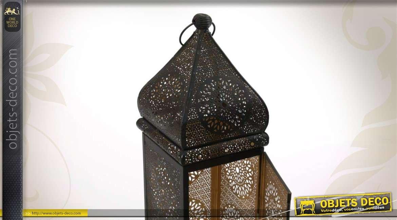 lanterne en m tal de style oriental noire et dor e. Black Bedroom Furniture Sets. Home Design Ideas