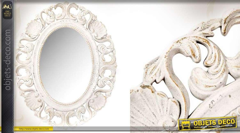 Miroir ovale blanc ancien style romantique motifs ajour s for Miroir blanc romantique