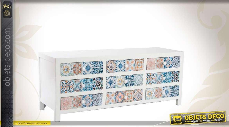 Mosaique sur meuble en bois