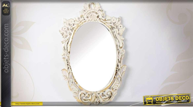 Miroir sur pied de dressing en bois patine blanche for Miroir rond sur pied