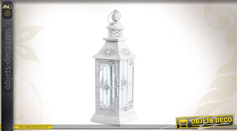 lanterne blanche en m tal style romantique. Black Bedroom Furniture Sets. Home Design Ideas