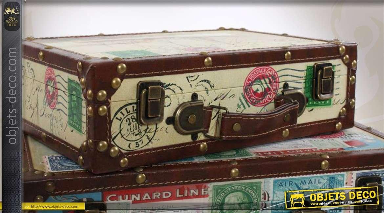 4 valises de style r tro en ancien d co sur le th me du voyage. Black Bedroom Furniture Sets. Home Design Ideas