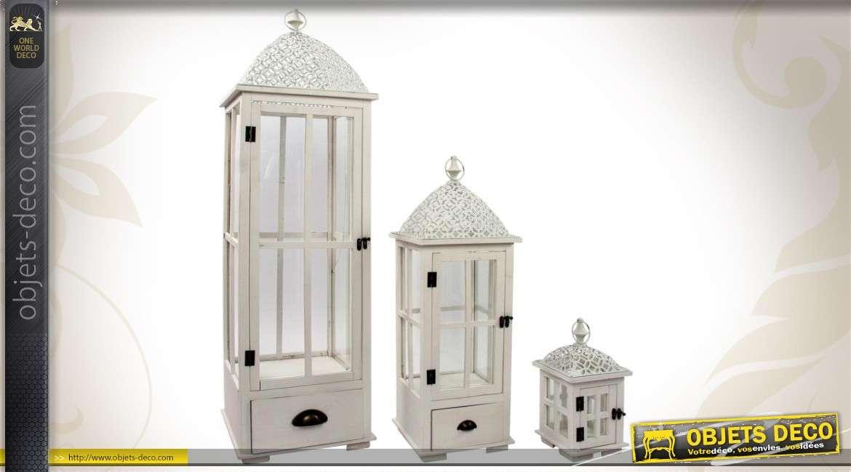 ensemble de trois lanternes en bois m tal et verre blanches. Black Bedroom Furniture Sets. Home Design Ideas
