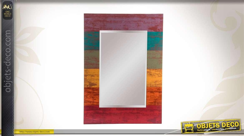 Miroir avec encadrement en bois color for Miroir mural en bois