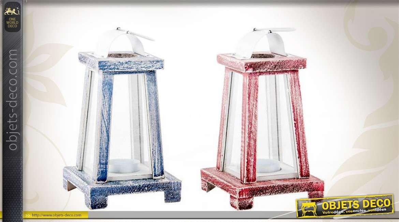 lanternes en bois coloris bleu et rouge de style bord de mer. Black Bedroom Furniture Sets. Home Design Ideas