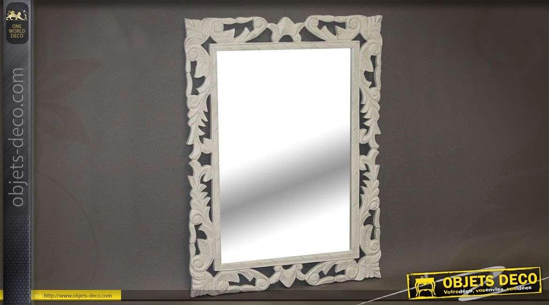 Miroir de style ancien en bois gris perle motifs ajour s for Encadrement de miroir en bois