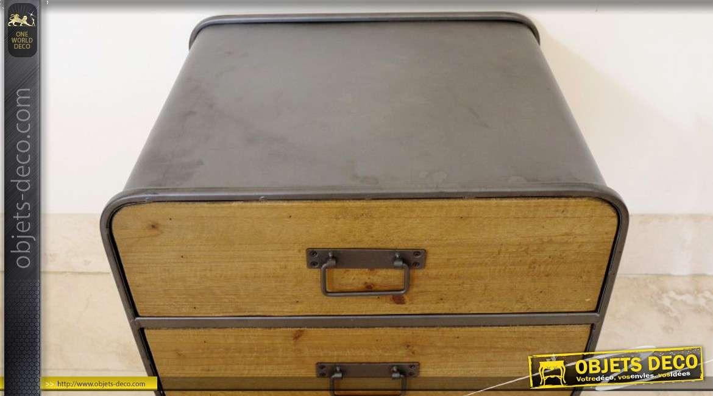 table de nuit de style industriel et r tro en bois et m tal. Black Bedroom Furniture Sets. Home Design Ideas