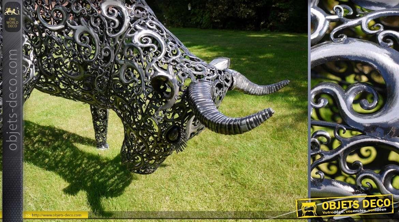 Sculpture animalière stylisée de taureau en métal (2 mètres)