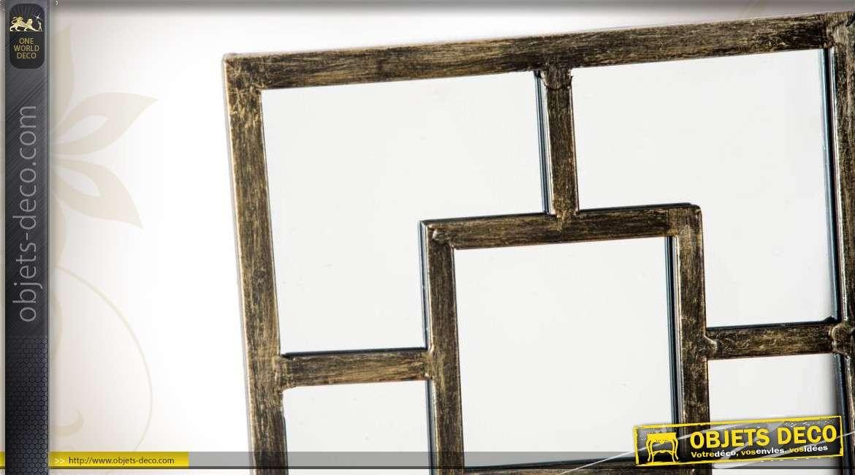Miroir d coratif dor en damier avec motifs g om triques - Miroir decoration murale ...