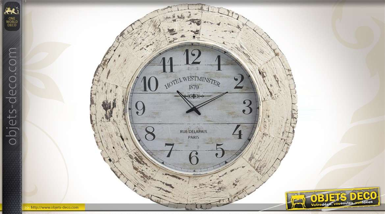 Horloge vieillie en bois coloris blanc ancien