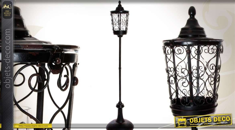 Lanterne sur pied forme de r verb re r tro noir en m tal for Lanterne exterieur sur pied