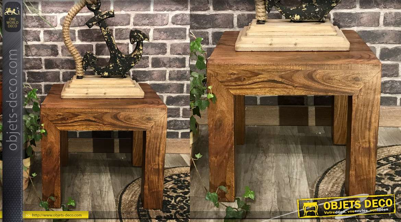 Petite table basse carrée en bois massif d'acacia richement texturé, 15kg