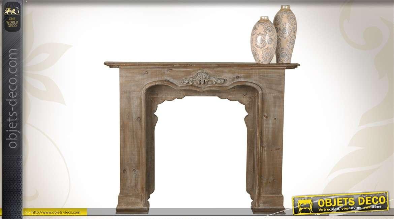 manteau de chemin e en bois vieilli avec sculpture ornementale. Black Bedroom Furniture Sets. Home Design Ideas