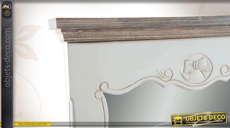 miroir en bois vieilli chantourn de style romantique. Black Bedroom Furniture Sets. Home Design Ideas