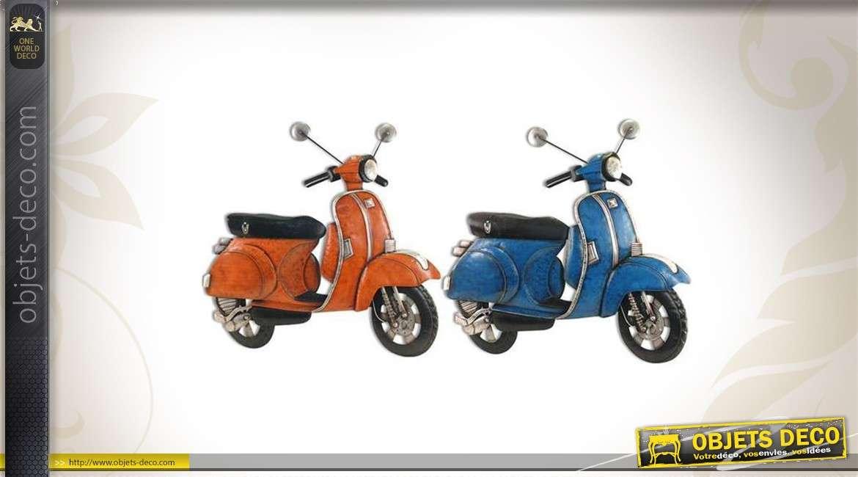2 décorations murales en forme de scooters rouge et bleu