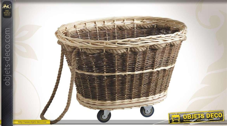 Chariot à bûches en osier bicolore avec roulettes