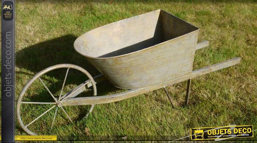 brouette cache pot d corative. Black Bedroom Furniture Sets. Home Design Ideas