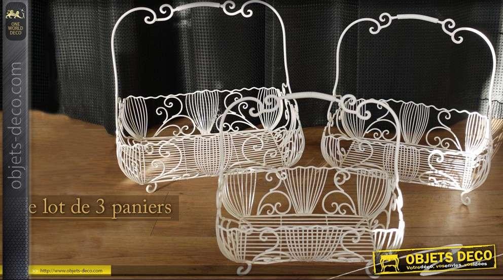l 39 ensemble de 3 paniers en fer forg. Black Bedroom Furniture Sets. Home Design Ideas