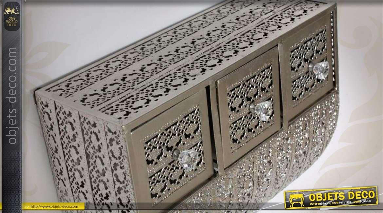 etag re murale en m tal argent de style oriental. Black Bedroom Furniture Sets. Home Design Ideas