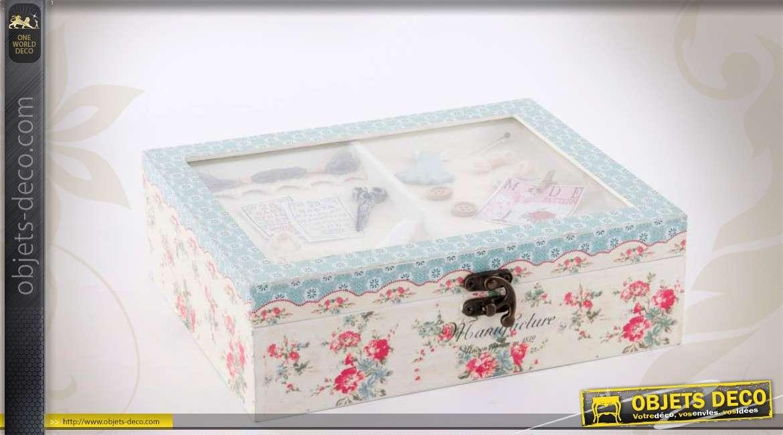 Bo te couture en bois avec ornementation florale for Boite a couture avec accessoires