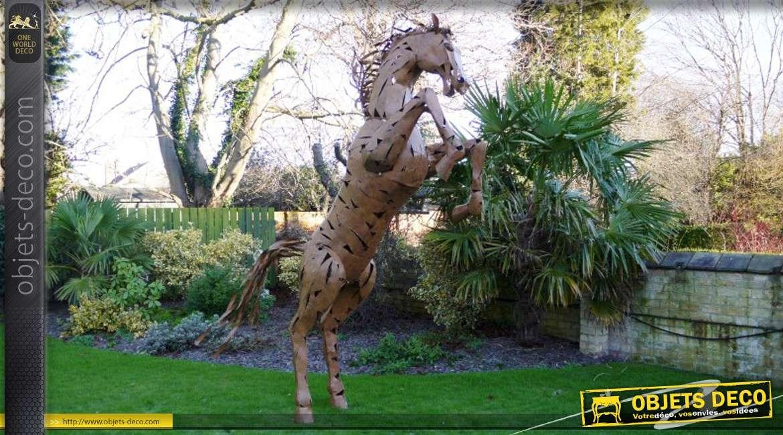 Grande sculpture stylisée de cheval cabré en métal 330 cm