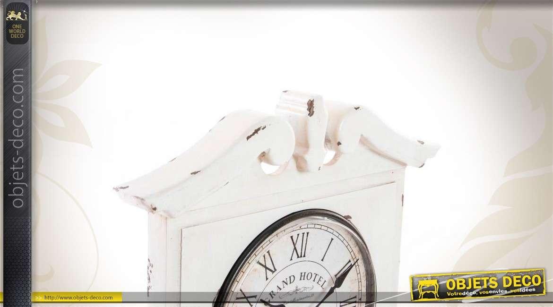 Horloge murale en bois avec casier de rangement