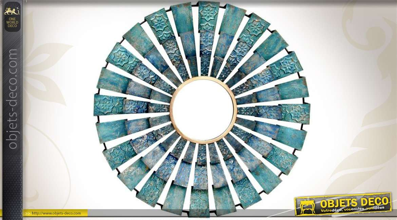 Miroir mural design m tal motifs de triangles dor s en - Objet decoration murale metal ...
