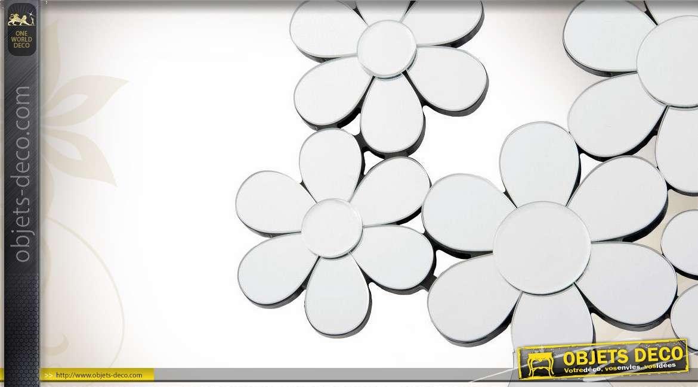 Miroir mural multifacettes en forme d 39 assemblage de fleurs for Miroir bordure doree